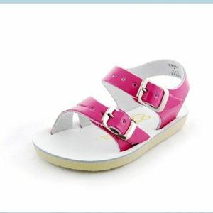 EUC Salt Water sandals Sz. 4